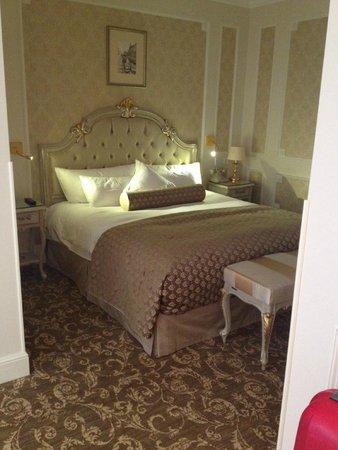 The State Hermitage Museum Official Hotel : Cama comoda, sabanas de hilo