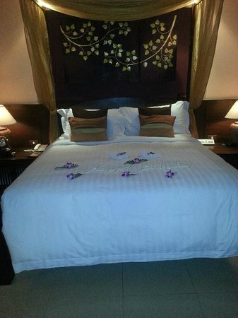 Bo Phut Resort & Spa: Birthday message on bed