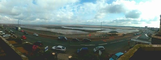 St, Winifred's Hotel: Panorama of Morecambe Bay from my bedroom window