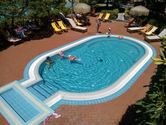 Giardini Poseidon Terme: Una delle due piscine non termali dedicate ai piccoli.