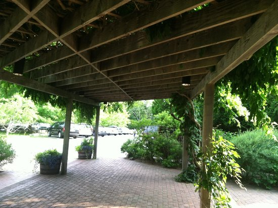 Jordan Pond House : Vine covered pergola welcomes you!