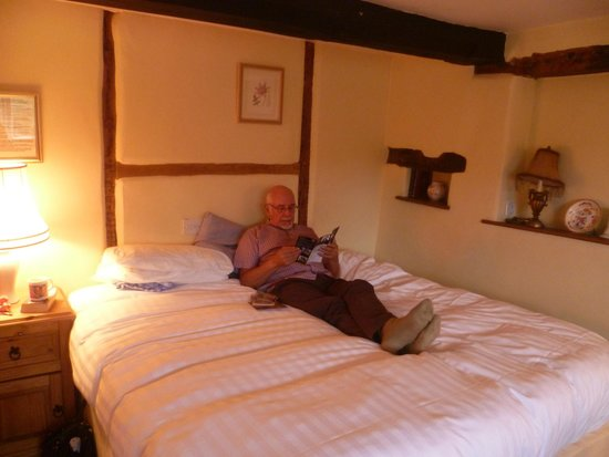 The Crown At Hopton: bedroom 5