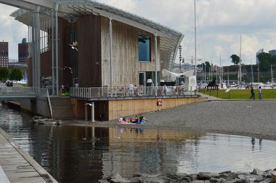 Astrup Fearnley Museet : У музея можно купаться