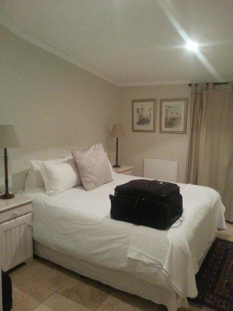 Riverside Cottages at La Bourgogne: bedroom