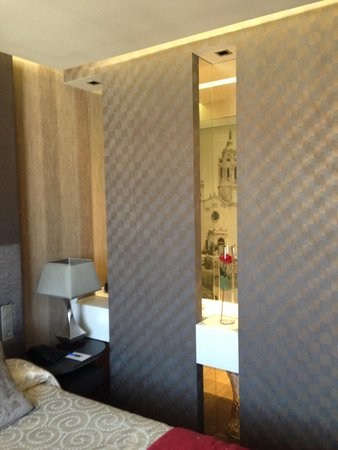 Avenida Sofia Hotel & Spa: View from Bed to Bathroom