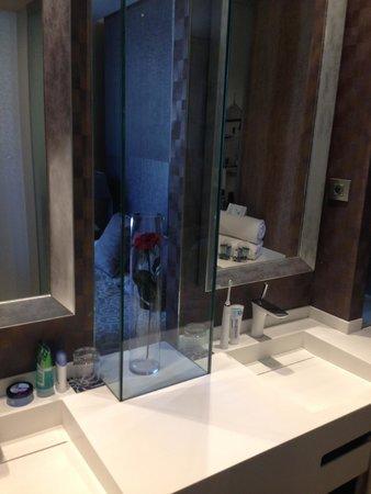 Avenida Sofia Hotel & Spa: Room Bathroom basin