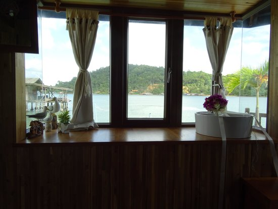 Koh Chang Sea Hut: nautical view