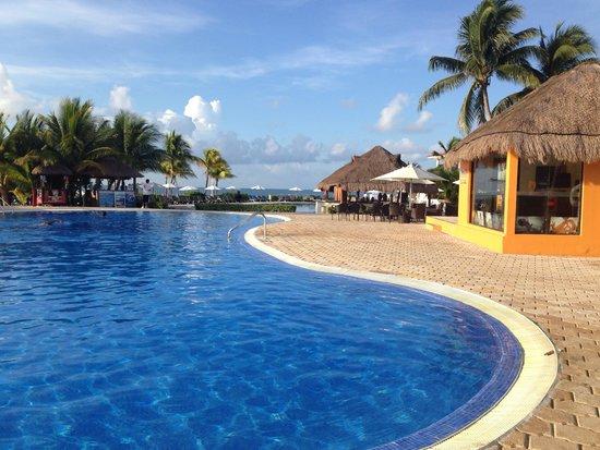Ocean Maya Royale: Gorgeous pool area