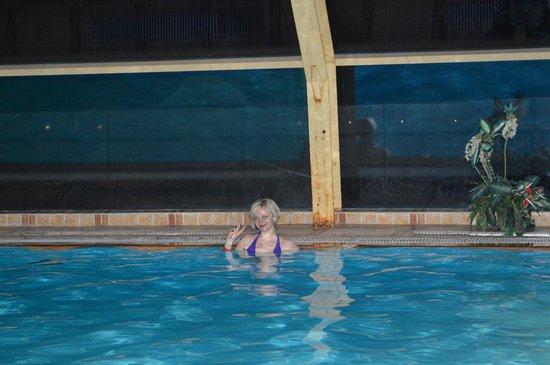 Nature Resort Yahonty : Вечером в бассейне