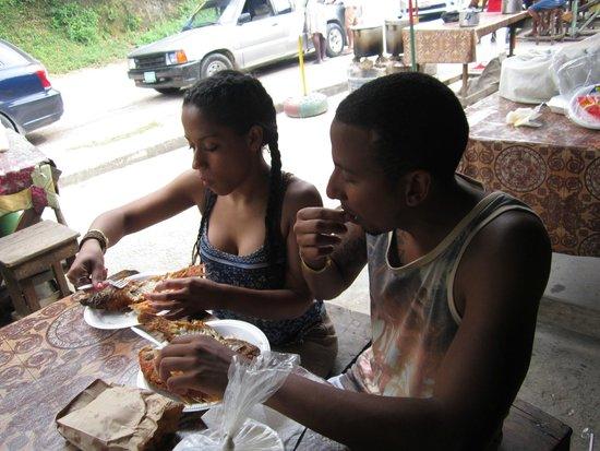 PPP Tran Tours Jamaica: Eating fresh fried fish