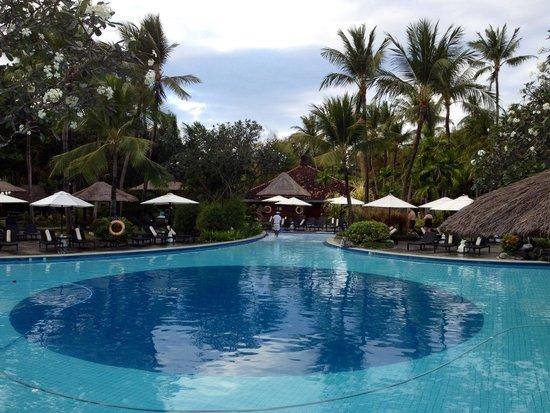 Melia Bali Indonesia: Poolside