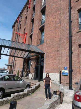 Holiday Inn Express Liverpool-Albert Dock : Entrada del hotel