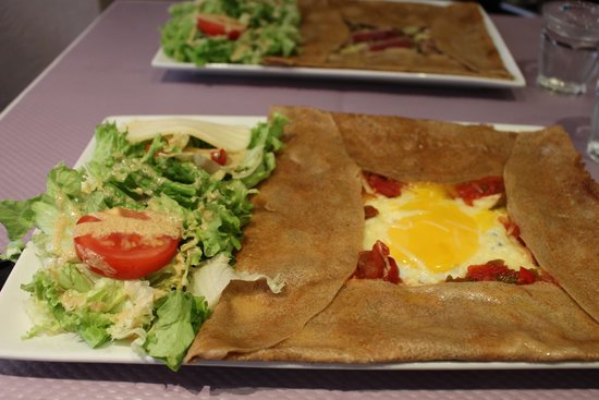 Le Grenier de Pepe: My choice crepe with egg, cheese and vegetables
