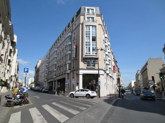 Ibis Paris Gare du Nord Chateau Landon : ホテル正面