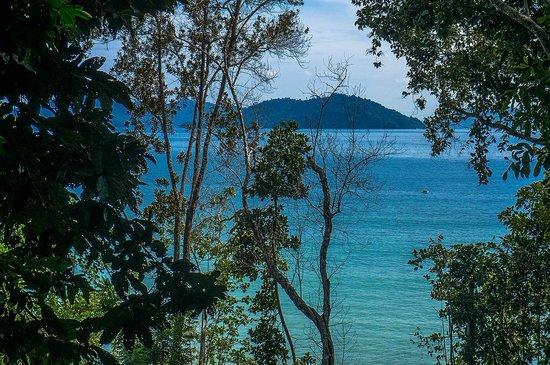 Bunga Raya Island Resort & Spa: Вид из номера на горе