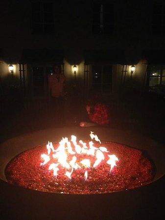 Hyatt Vineyard Creek Hotel: Firepit