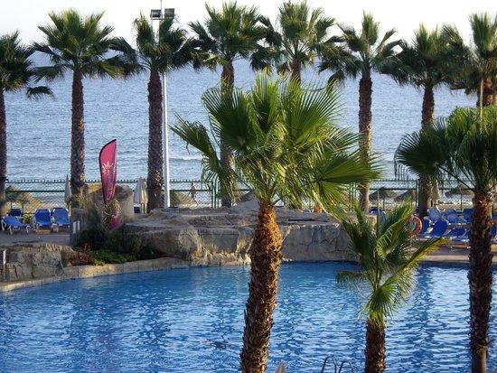 Marbella Playa Hotel : Vistas a la piscina y playa