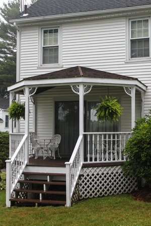 Historic Jacob Hill Inn : Back Porch