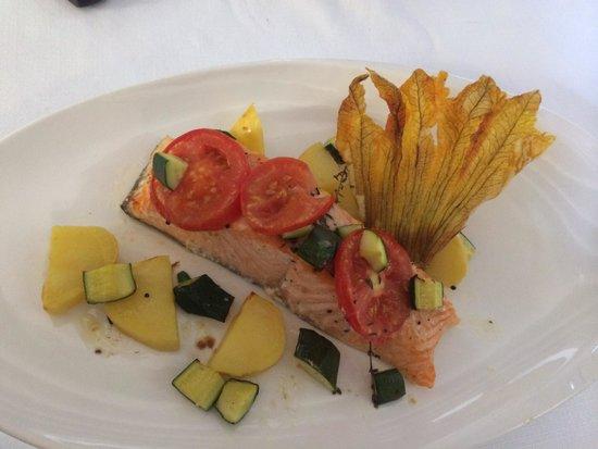 Carnival : Pavé de Saumon Bio avec sa fleur de courge et petits légumes !