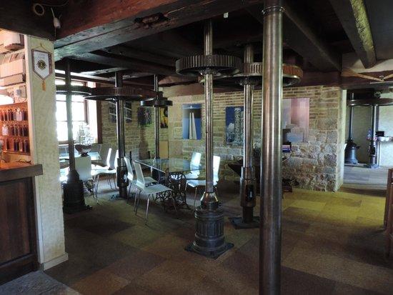 Le Moulin de Bourgchâteau : interieur du restaurant