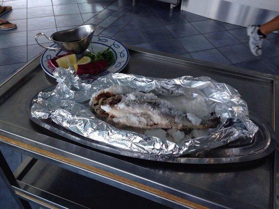 Ristorante Bagni Delfino: Fish baked in salt