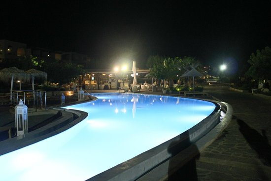 AquaGrand Exclusive Deluxe Resort: swimming pool in bluefin restaurant near in the beach