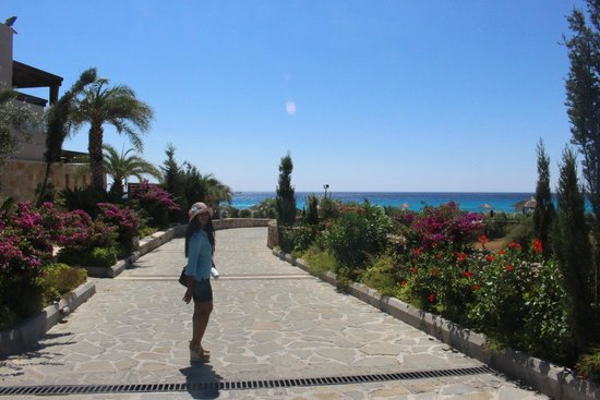 AquaGrand Exclusive Deluxe Resort: romantic walk way in aquagrand