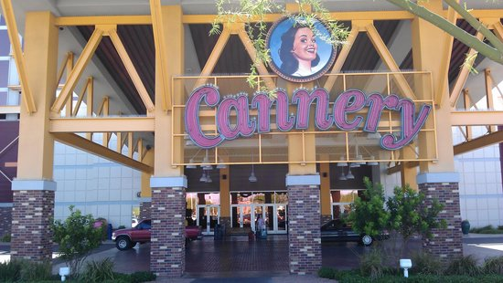 Eastside Cannery Casino & Hotel: the entrance