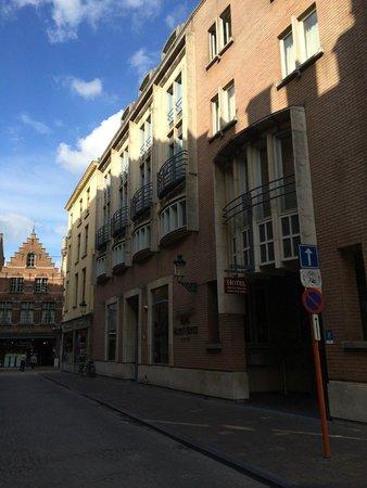 Martin's Brugge: Вход с улицы