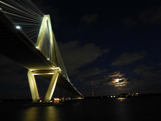 Spiritline Dinner Cruises: The lighted bridge