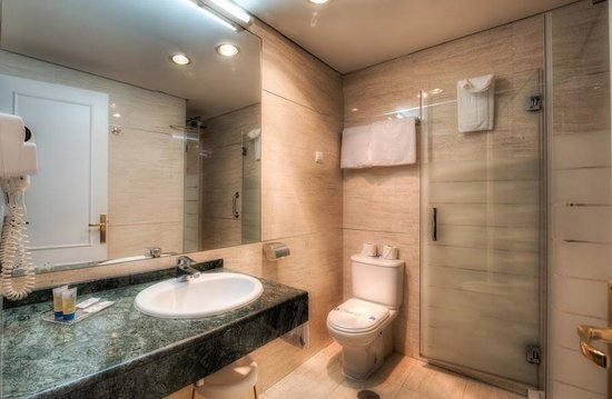 Hotel Puertobahía & Spa: Baño