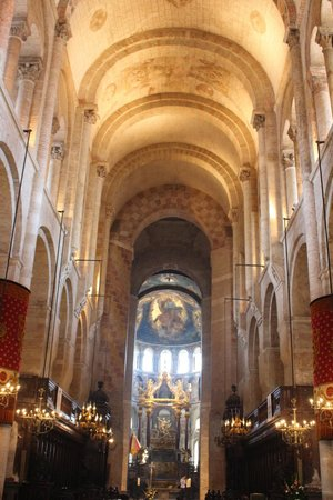 Basilique Saint-Sernin: Whole room with amazing design, well maintain