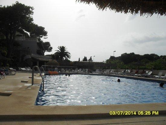 Hotel y Apartamentos Casablanca: Pool