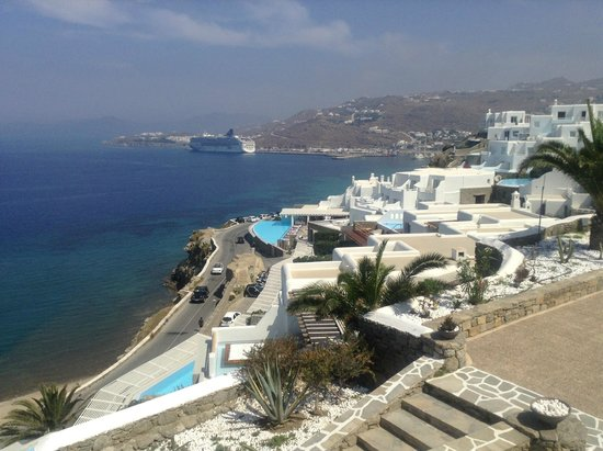 Kouros Hotel & Suites : view from balcony off the lobby