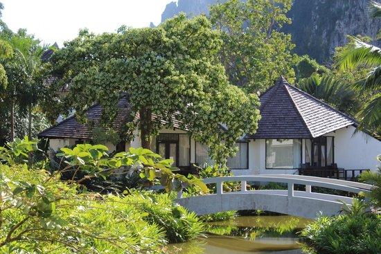 Peace Laguna Resort and Spa: приватный коттедж