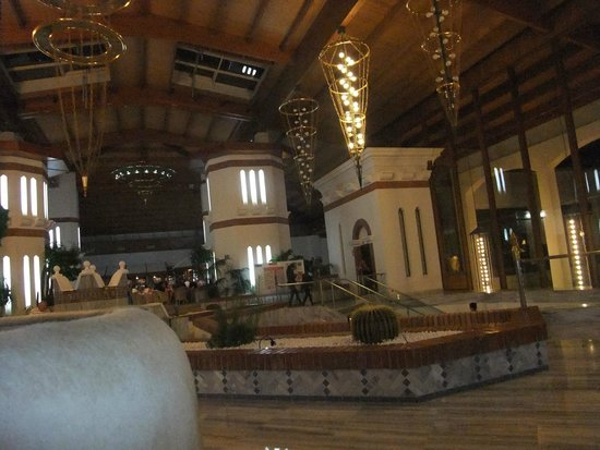 H10 Rubicon Palace: lobby to piano bar