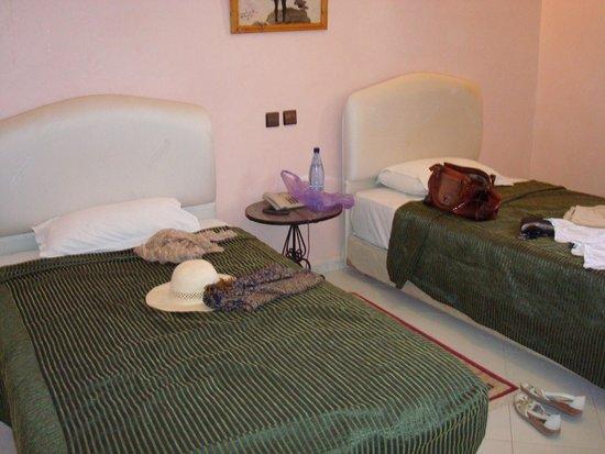 Palm's Hotel: 2