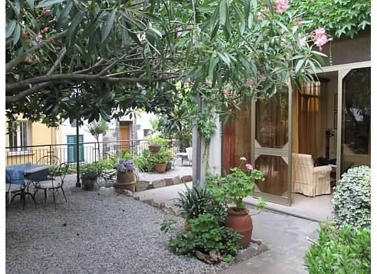 La Colonnina Hotel: Front courtyard