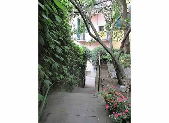 La Colonnina Hotel: Stairs to the path from the hotel to the town area