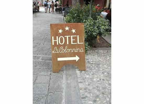 La Colonnina Hotel: Good directions from main square to hotel up the road