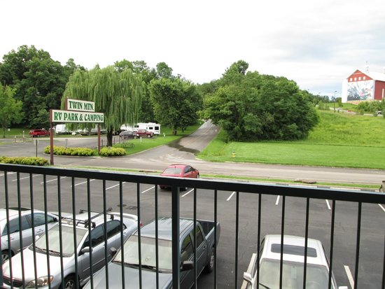 Twin Mountain Inn & Suites: Campground across from Inn