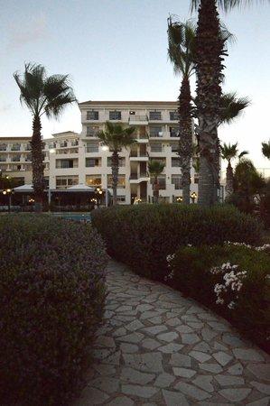 Aquamare Beach Hotel & Spa: Hotel from the garden