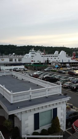Danford's Hotel & Marina: View of the ferry from my room