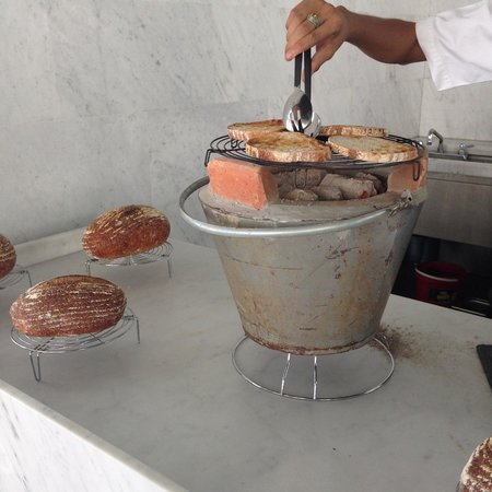 Point Yamu by COMO: Charcoal stove toasted bread