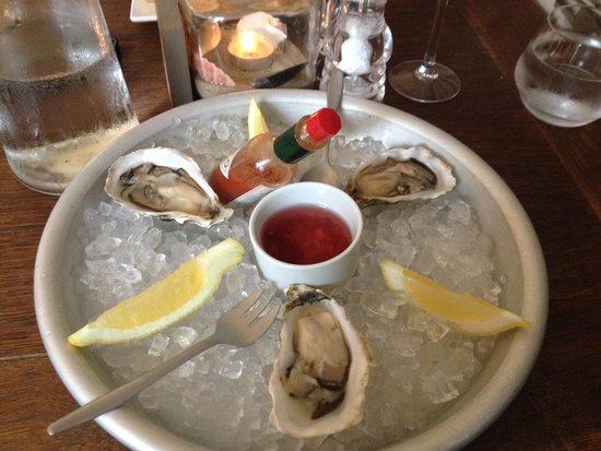 Falmouth Bay Seafood Café : Lovely oysters