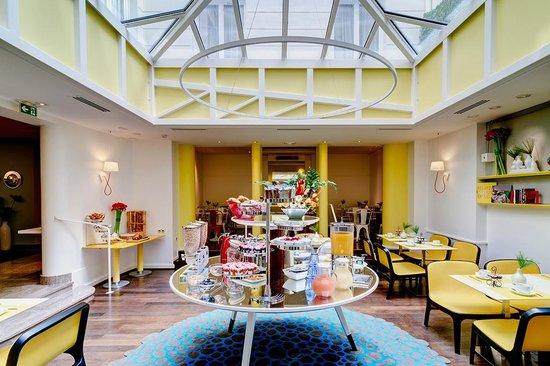 Hôtel Astoria - Astotel : BUFFET PETIT-DEJEUNER/BUFFET BREAKFAST