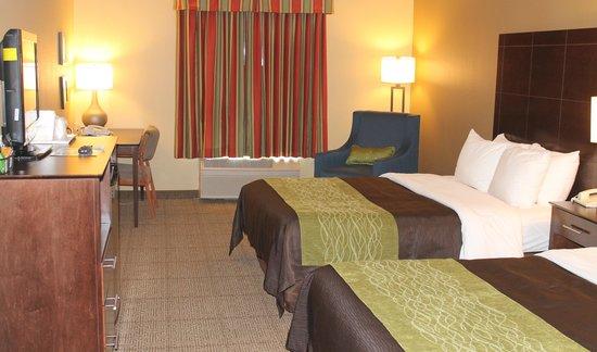 Comfort Inn & Suites: Two Queen Bed Room