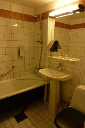 Clarion Hotel Amaranten: la salle de bain (peut mieux faire)