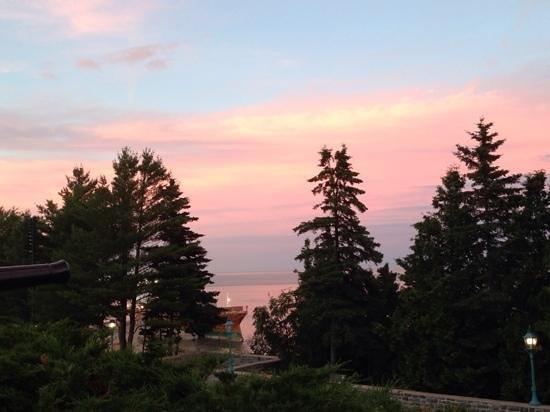Fairmont Le Manoir Richelieu : coucher de soleil sur le fleuve