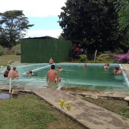 Sabeto Hot Springs and Mud Pool: Cleaning off